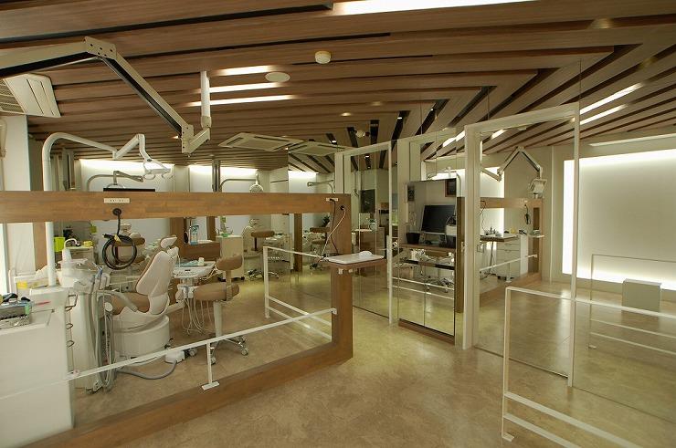 天井を高く見せる歯科医院